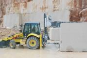 <span style='font-weight:300;'>En collaboration entre New Holland Construction et Benetti</span><br/>Nouvelle rétrochargeuse B100C pour les carrières