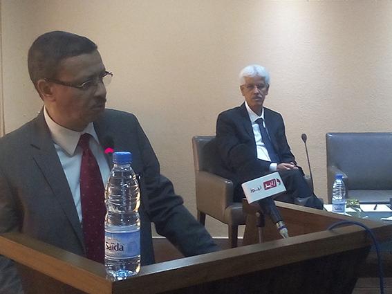 de gauche à droite: MM Azouz Laib, directeur exécutif  Bourse de sous-traitance et Habib Ghaffor, directeur général Gomi
